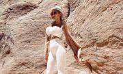 Джулиана Гани чака Индиана Джоунс в компанията на камили (СНИМКИ)