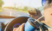 Oткриха връзка между шофирането и нездравословното хранене