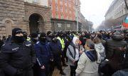 Протестиращи опитаха да влязат в Министерски съвет