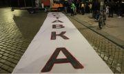 Ден 200: Протестиращи опитаха да пробият полицейския кордон пред МС