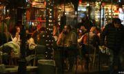Дълги опашки за бърз тест пред нощни заведения в София