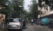 Дърво падна върху автомобил в София