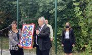"""Посланик Петков дари картина на БСУ """"Христо Ботев"""" в Словакия"""