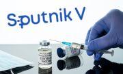 Министър се ваксинира със