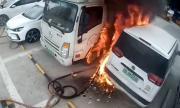 Електромобил пламна по време на зареждане и подпали паркинг (ВИДЕО)