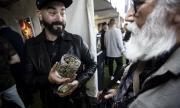 И в Нидерландия се извиха опашки, но за... марихуана