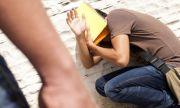 Тийнейджър изнасилвал системно 11-годишно момче в тоалетната
