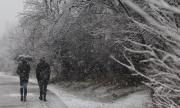 Зимата не се предава - студ и вятър, в планините и сняг