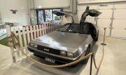 Магазин на употребявани дрехи продава DeLorean