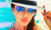 Глория лекува любовна мъка в Гърция (СНИМКА)