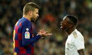 Пике е готов да намали заплатата си, но да остане в Барселона