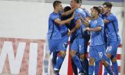 ''Левски'' победи Етър благодарение на много спорно съдийско решение