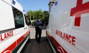 Млада жена се нахвърли на шофьор на линейка с юмруци
