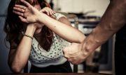 Бежанец би жена в София и заплаши: Ще ѝ махна гърлото
