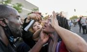 Полицията в Минеаполис използва сълзотворен газ срещу протестиращите