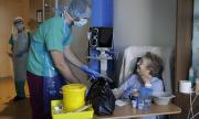 Направиха белодробна трансплантация на болна от COVID-19