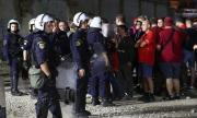 Полицията в Гърция осуети кървав сблъсък между фенове