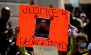 Париж забранява протест срещу смъртта на Джордж Флойд пред американското посолство