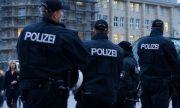 Екстремистки скандал в Германия! Полицаи са отстранени от служба