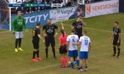 Секси съдийка с поредица от гафове на турнир по футбол, Матераци не може да повярва (ВИДЕО)