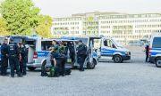Предупреждават за анти-Covid радикализация след убийството на спазващ мерките продавач