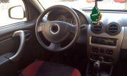 Когато ароматизаторите не помагат: Сода, кафе и оцет в салона на колата