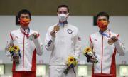 Доброволка колабира по време на връчване на медали на Олимпийските игри в Токио