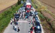 Русенци на протест срещу дупките на пътя Русе – Кубрат (ВИДЕО)