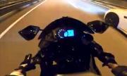 Млада мотоциклетистка се засне как пада с 200 км/ч (ВИДЕО)