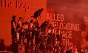Шокиращо ВИДЕО в английските медии: Фенове на Ливърпул шмъркат...
