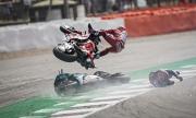 Вижте зрелищната катастрофа от Moto GP на Великобритания (ВИДЕО)