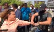 Провокатори бранят ГЕРБ, нападнаха протестиращи и журналисти (ВИДЕО)