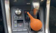 Защо руските шофьори имат в колата си... медицинска клизма?