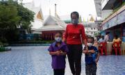Тайланд пуска чужденци в страната, над 1000 новозаразени в Индонезия