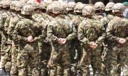 Военни спасиха живота на работник, припаднал край пътя