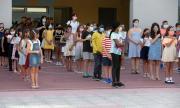 Ученици не допускат учители в учебни заведения