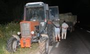 Земеделци блокират с тежка техника пътя за Елена