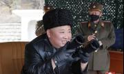 Ким гледа отблизо изстрелването на снаряди
