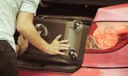 Зет вози тъщата в багажник