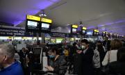 Великобритания отменя карантината за пристигащи от 75 държави