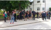 Протест пред църква в Пловдив! Жители: Примамват децата ни с бонбонки и ягоди