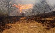 Пожарът в Северна Македония вече е на километър от границата ни