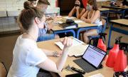 Училища в Германия ще изключват за неносене на маска