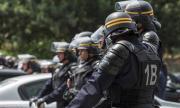 Луда полицайка вдигна по тревога Франция