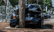 Шофьорка се блъсна в дърво и загина пред очите на внучката си