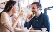Позабравени удоволствия: обяд в ресторант и посещение на футболен мач