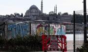За четвърта поредна седмица в сила влезе забрана за излизане от домовете в 31 големи града в Турция