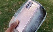 """Сгъваемият Samsung беше удавен и замразен, но """"оцеля"""" (ВИДЕО)"""