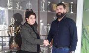 Футболният Нефтохимик стана собственост на жена