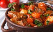 Рецепта за вечеря: Свински медальони с чушки и вино